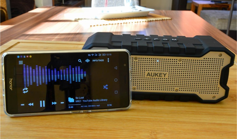 Test / Review: Aukey SK-M12 – robuster Bluetooth Lautsprecher 1