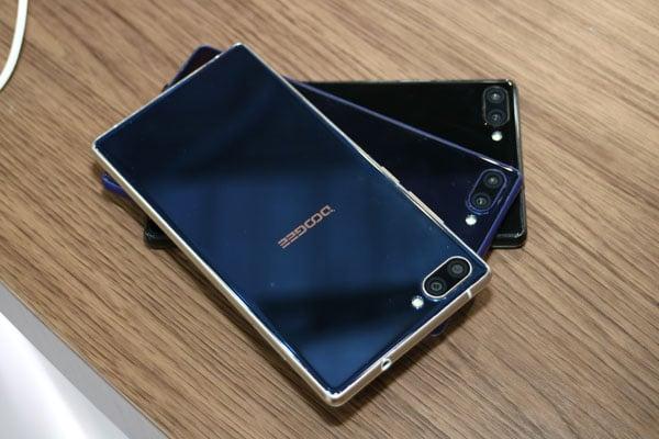 Kampf der Mi MIX Klone: Randlose Smartphones von Blueboo und Doogee 13