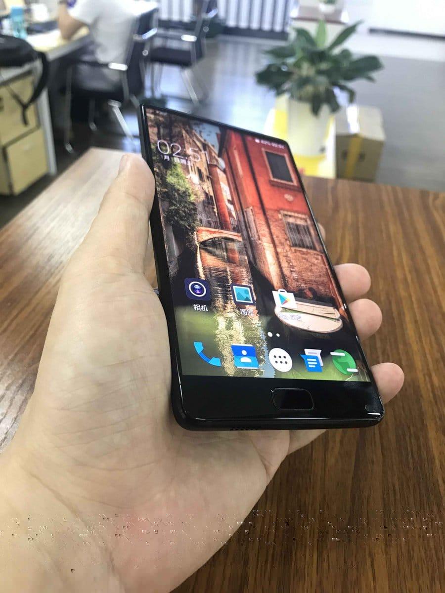 Elephone zeigt Prototyp eines randlosen Smartphones 1