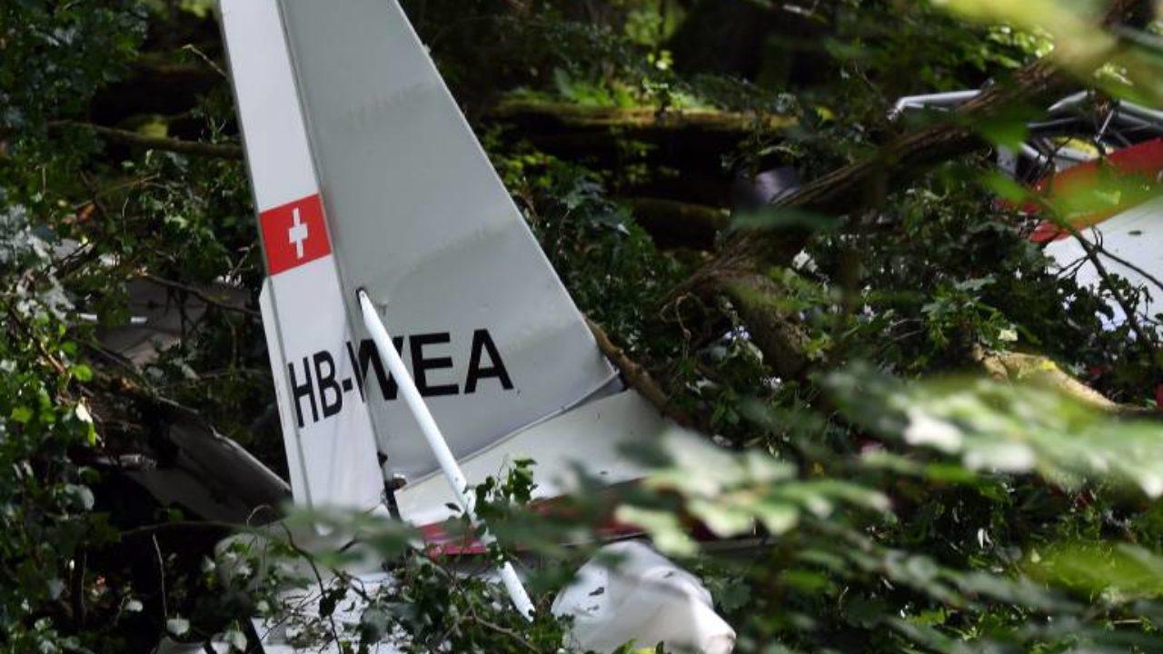 Flugzeugabsturz Im Westerwald Maschine Sturzt In Wohnhaus 50 000 Menschen Ohne Strom